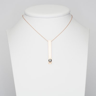 Ciondolo in oro rosa e diamante nero