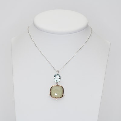 Charm in white gold and jade