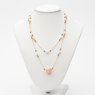Long necklace in rose gold and black diamonds