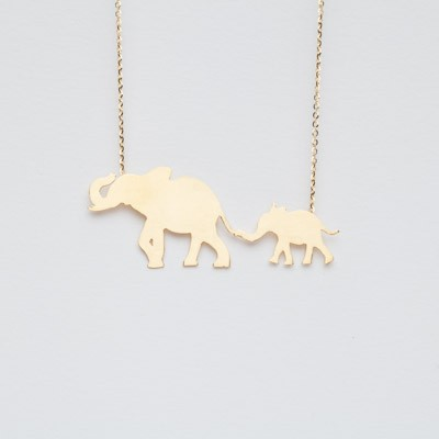Necklace with mom elephant and baby