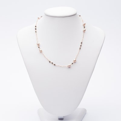 Necklace with pearls and black diamonds