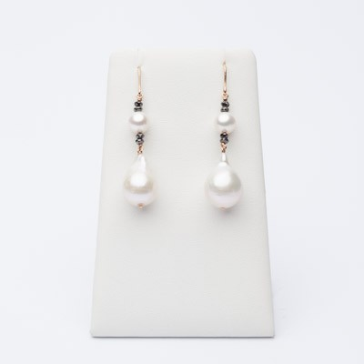 Earrings with black diamonds and baroque pearls