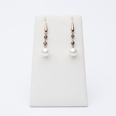 Earrings with black diamonds and pearls