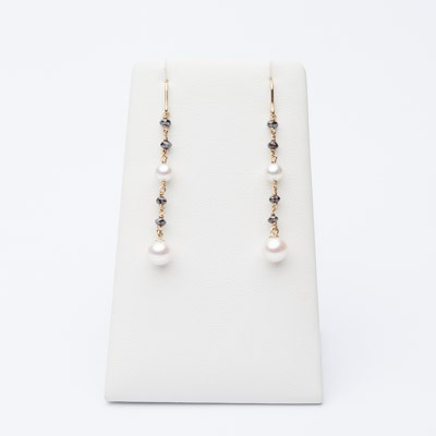 Earrings in yellow gold, black diamonds and pearls