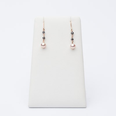 Short earrings, rose pearls and black diamonds